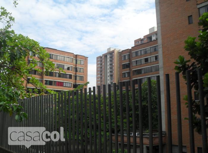 Edificio villa jardin i en poblado medellin for Villa jardin piedecuesta